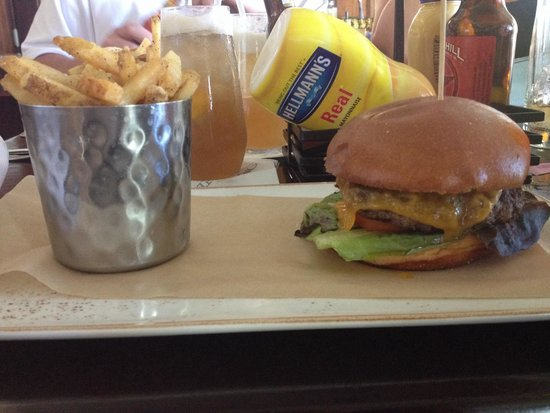 Jefferson's Restaurant & Bar: Cheeseburger