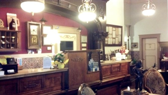 The Wyman Hotel: Front Desk