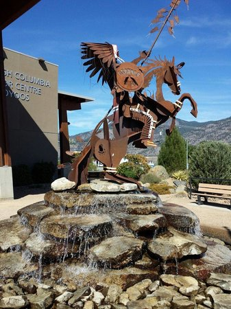 British Columbia Visitor Centre at Osoyoos: Sculpture in the courtyard