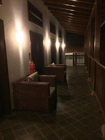 Hotel Azul: Upper level balcony from room.