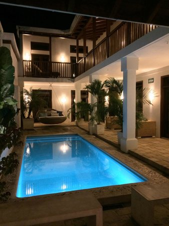 Hotel Azul: Well lit and inviting.