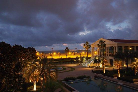 Hotel Las Arenas Balneario Resort: Вечерний вид с моего балкона