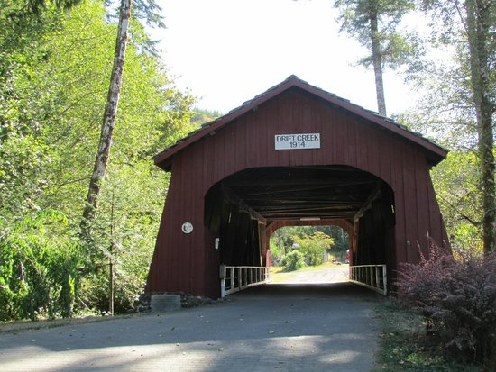 Drift Creek Covered Bridge: little piece of history