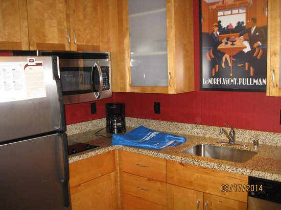 Residence Inn Seattle Bellevue/Downtown : kitchen