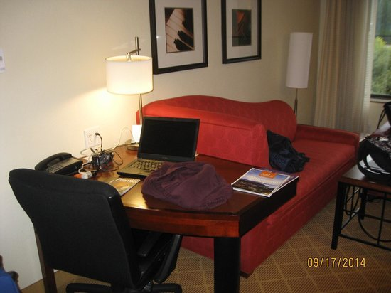 Residence Inn Seattle Bellevue/Downtown : desk area