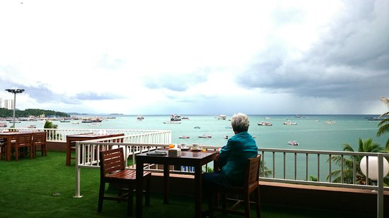 Baywalk Residence Pattaya: 朝食テラス 5F 1