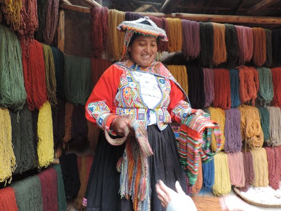 Awana Kancha : Lesson on andean weaving process