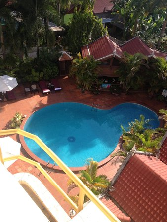Angkoriana Hotel: Pool view from our room 306