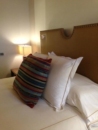 Rosewood Inn of the Anasazi: room