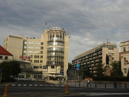 Sheraton Warsaw Hotel: Vista externa do hotel