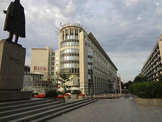 Sheraton Warsaw Hotel: Vista externa