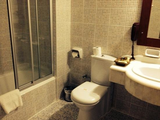 Dinler Hotels – Urgup: Bathroom was spacious and clean