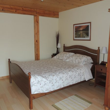 Bearberry Meadows Guest House: Comfortable bed