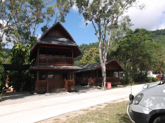 Seabreeze Tourist Park Airlie Beach : Hut available to stay in.