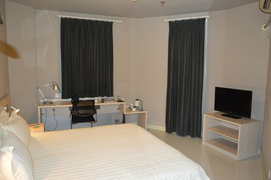 Jinjiang Inn (Shanghai Xuhui Jiaotong University) : The room is clean and that is all.