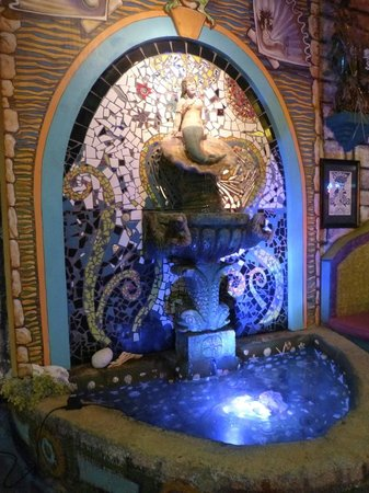Esther's Follies : Mosaic Fountain in the lobby