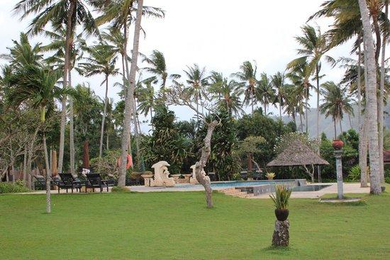 Candi Beach Resort & Spa: Территория