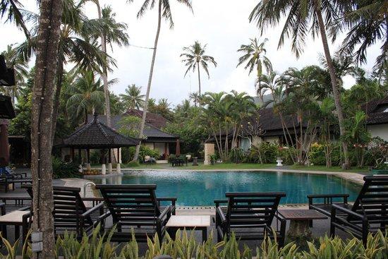 Candi Beach Resort & Spa : Территория, бассейн
