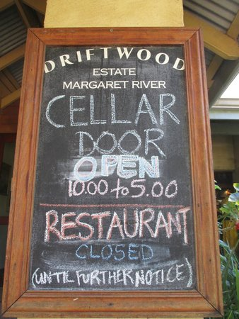 Driftwood Estate Winery: Signage