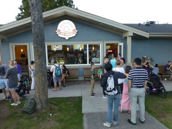 Rocky Point Ice Cream Store : lined up out the door (common)
