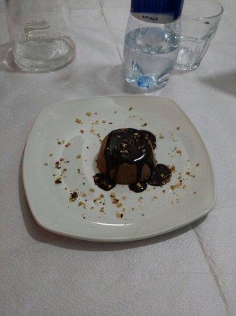 Braceria Petracca : BACIO. Semifreddo al cioccolato e granella di nocciola.