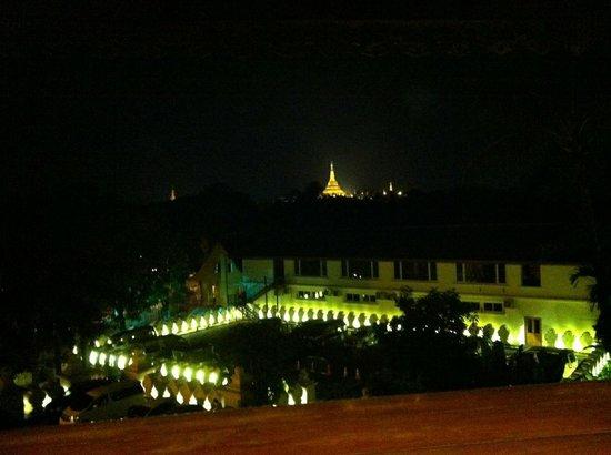 The Kandawgyi Palace Hotel : ยามค่ำคืน