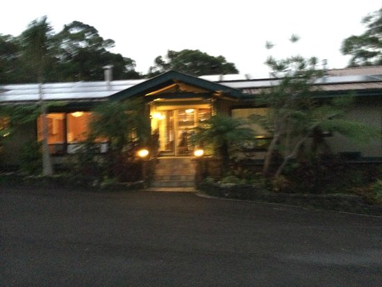 Waianuhea Bed & Breakfast: Entrance at night