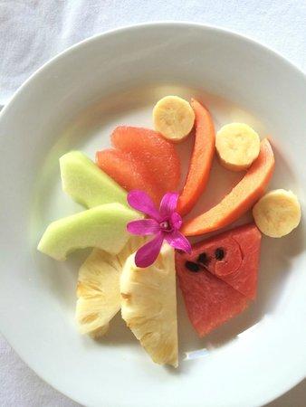 Waianuhea Bed & Breakfast: Fruit plate at breakfast