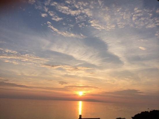 Luna Island Hotel: sunset