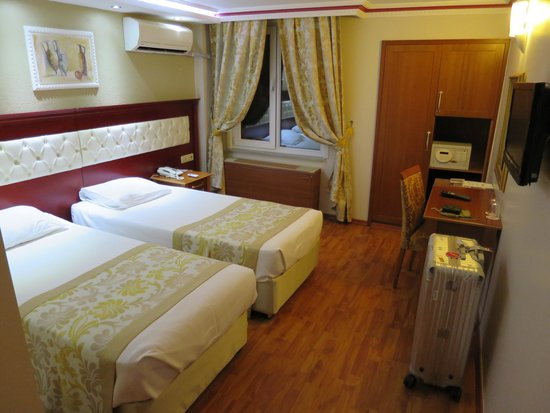 Asur Hotel: 部屋