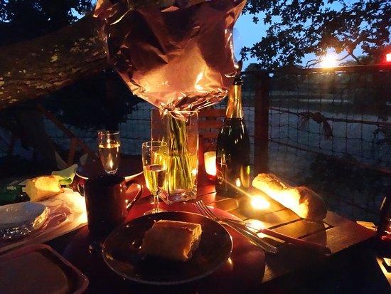 Natura Cabana : repas aux bougies en terasse