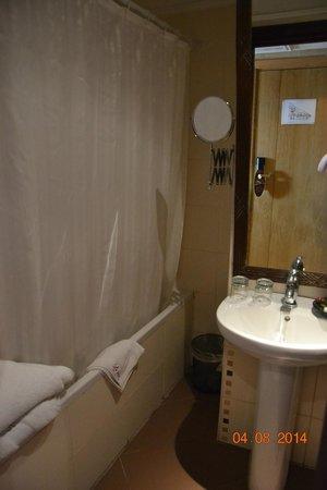Le Zenith Hotel & Spa: La salle de bain