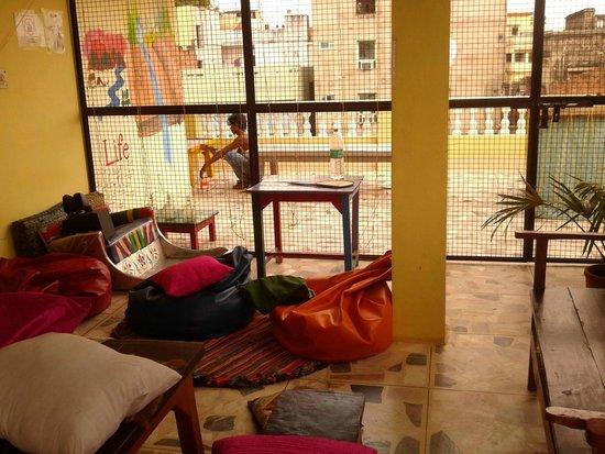 Stops Hostel Varanasi: balcony