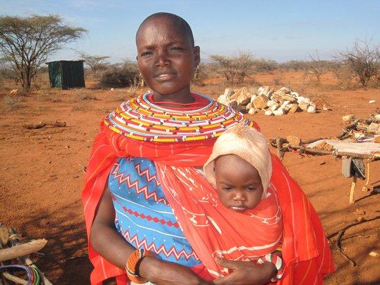 Larsens Camp : Samburu mother and baby at the airstrip