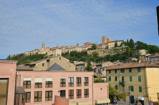 Hotel La Vecchia Cartiera: View to the old town from our room