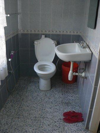 Arusha Naaz Hotel: bathroom