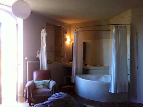 Guest House Felisa: Chambre eau de rose