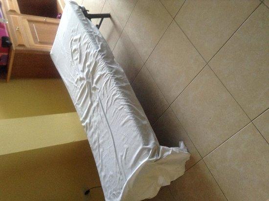 Hotel Villa de Adeje Beach: le lit du 3eme adulte de la chambre !