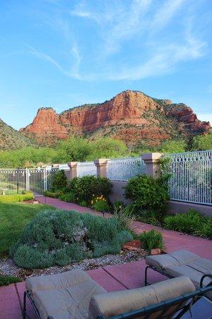 Blick aus dem Garten auf die Red Rocks
