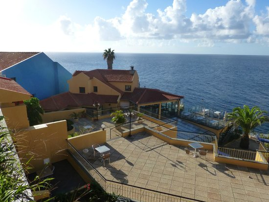 Hotel Cais da Oliveira: View of Terraces and sea from our room