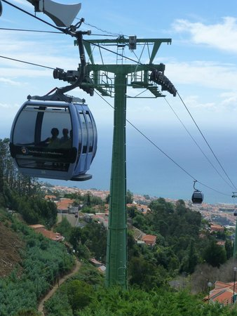 Hotel Cais da Oliveira: Cable Car from Funchal to Botanical gardens