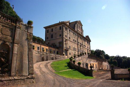 Villa Aldobrandini : Villa from front driveway