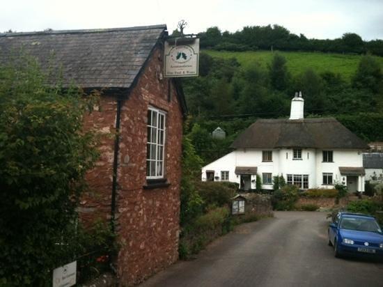 The Royal Oak Inn : outside