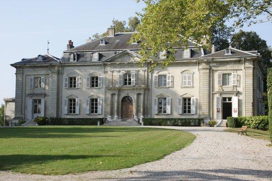 Chateau de Voltaire : The spendid facade