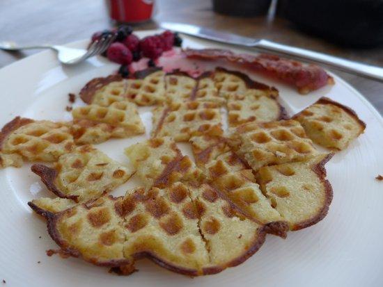 Maya's Coffee & Smoothie Bar: waffle