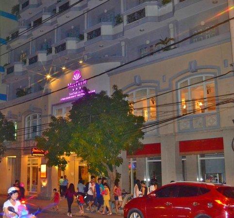 MerPerle SeaSun Hotel: вход в отель