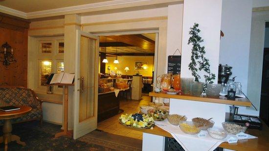 Hotel Filser: レストラン入口