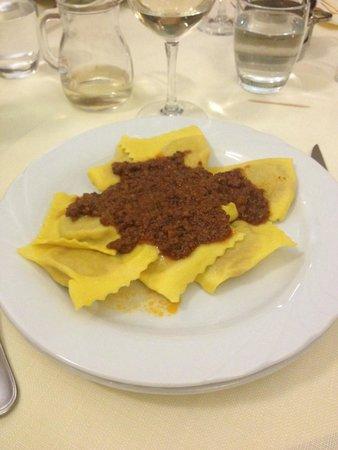 La Casa di Caccia Ristorante : Картофельные равиоли с мясным соусом