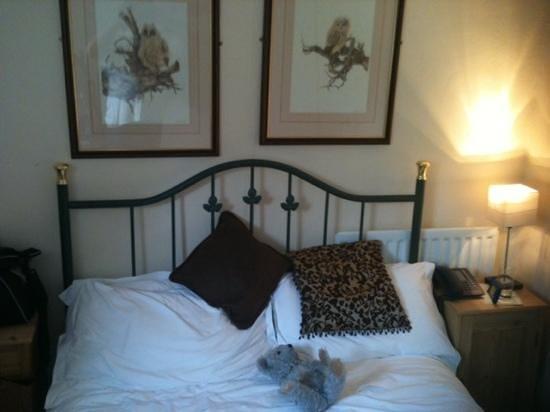 The Royal Oak Inn: the bed