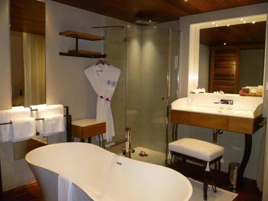 Blue Margouillat Seaview Hotel : salle de bain
